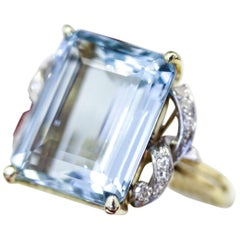 Art Deco Handmade 15 Carat Aquamarine Cocktail Dinner Ring with 12 Diamonds