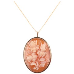 Shell Cameo Yellow Gold Pendant