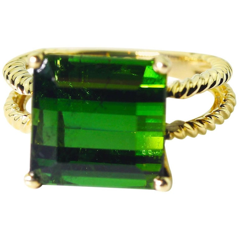 10.96 Carat  Glittering Green Tourmaline 14KT Yellow Gold Party Ring