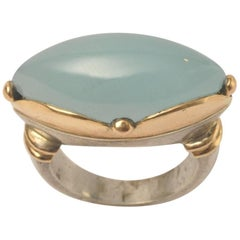 Cabochon Calcedony Cocktail Ring in 18 Karat Gold