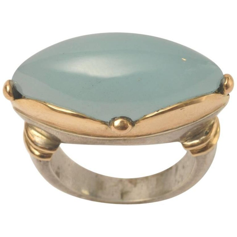 Cabochon Calcedony Ring in 18 Karat Gold