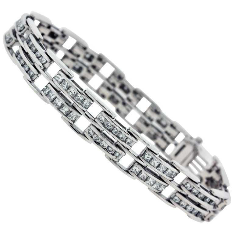 White Gold And Diamond Link Bracelet For