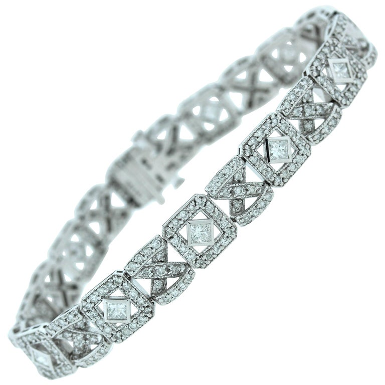 Round and Princess Cut Diamond Bracelet For Sale at 1stdibs
