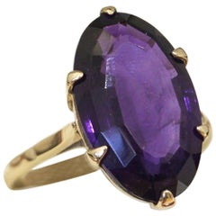 Vintage Large Oval Cut Natural Amethyst Yellow Gold Cocktail Ring