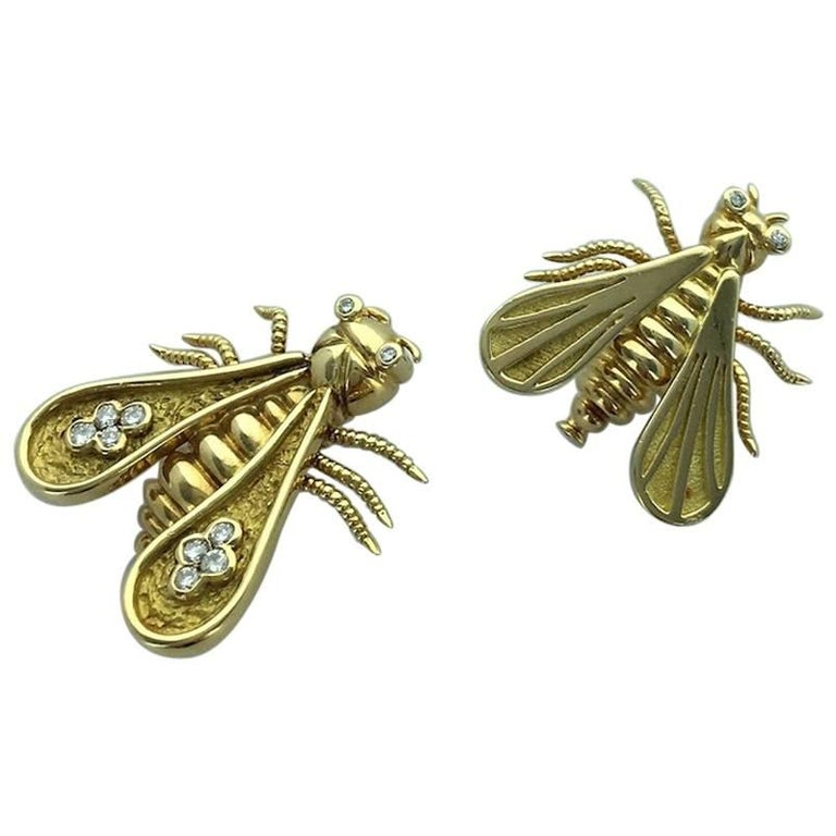 French Pair of Yellow Gold and Diamond Bee Clips Brooch