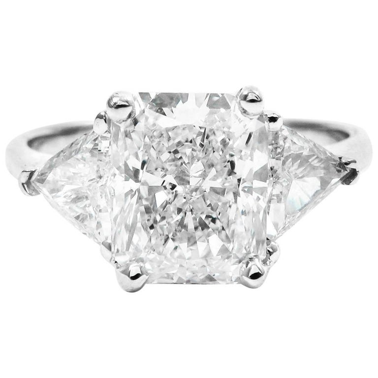 GIA Certified 2.52 Carat Radiant E VS1 Diamond White Gold Ring