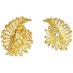18 Karat Gold Stylized Leaf Motif Earrings