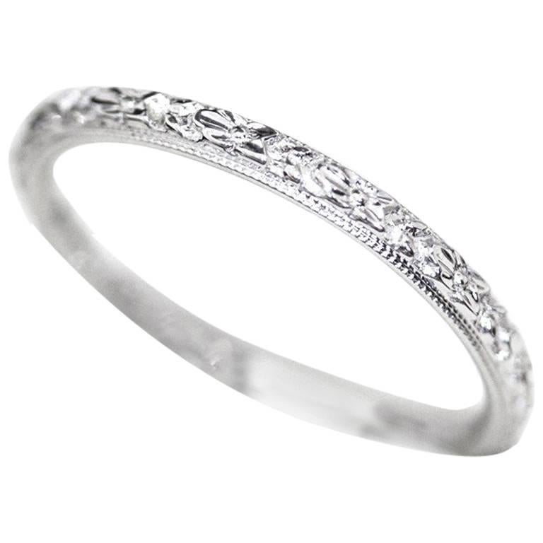 Engraved 18 Carat Art Deco Wedding Band circa 1920s For Sale at 1stdibs
