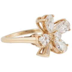 Diamond Clover Leaf Ring Set in 18 Carat Yellow Gold