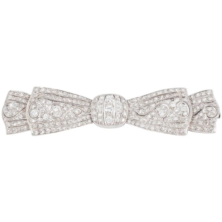 Art Deco Bow Brooch in Platinum and Diamonds with Natural and Flowing Movement