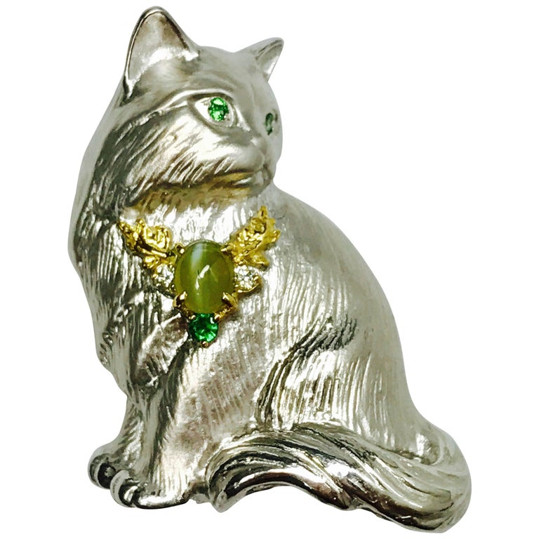 Matsuzaki K18WG YG Chrysoberyl Cat's Eye Green Garnet Diamond Cat Brooch