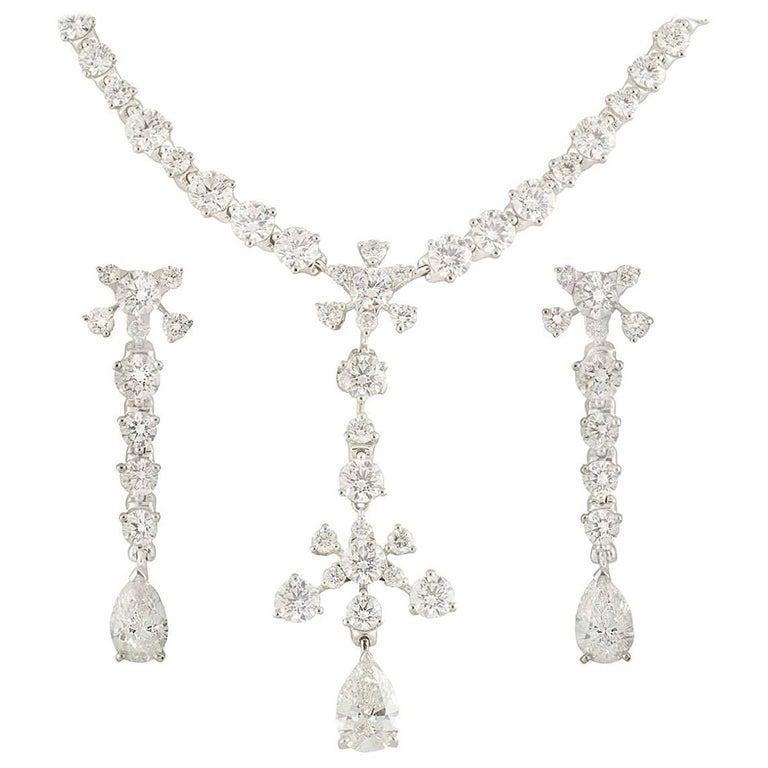 6f1e0cffb07a5 De Beers Diamond Lea Necklace and Earrings