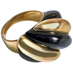 1960s 18 Karat Rose Gold and Black Onyx Swirl Fluted Ring