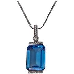 18 Karat Blue Topaz Diamond Pendant Necklace, 20th Century