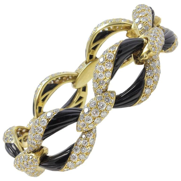 Extraordinary Diamonds Onyx and Yellow Gold Link Bracelet