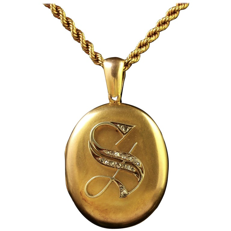 Antique Victorian Diamond Locket and Chain Necklace 18 Carat Gold, circa 1900 For Sale