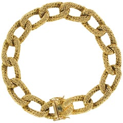 French 1960s Vintage 18 Carat Yellow Gold Chiselled Chain Bracelet