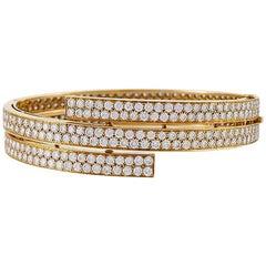 Van Cleef & Arpels Paris 1970s Diamond and Gold Bangle Bracelet