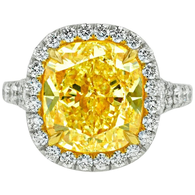 Canary 7.65 Carat Fancy Yellow VS2 Diamond Ring For Sale