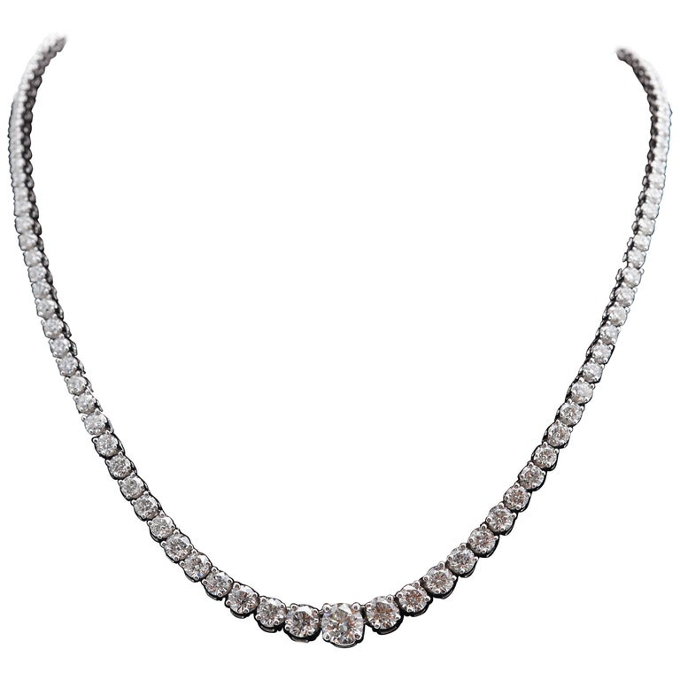123 Round Diamond Graduated Riviere Necklace Weighing 12.25 Carat