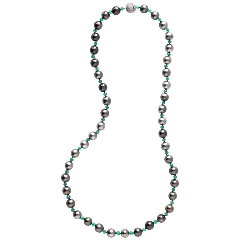 Julius Cohen Black Pearl and Emerald Bead Necklace For Sale