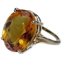 Oval Honey Golden Brazilian Citrine in 14 Karat Yellow Gold Ring