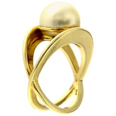 Design Ring with Natural Pearl
