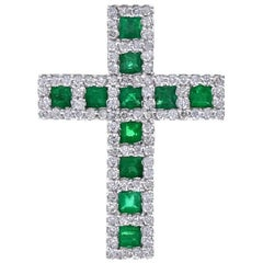 Modern 18 Carat White Gold Emerald Diamond Cross Pendant