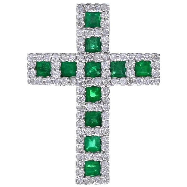Modern 18 Carat White Gold Emerald Diamond Cross Pendant