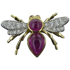 Antique Style Bee Brooch Pin, 1.56 Carat Rubies, Diamond Wings, 18 Carat Gold