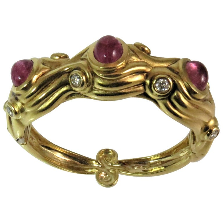 18 Karat Yellow Gold Bracelet with Cabochon Pink Tourmalines and Diamonds
