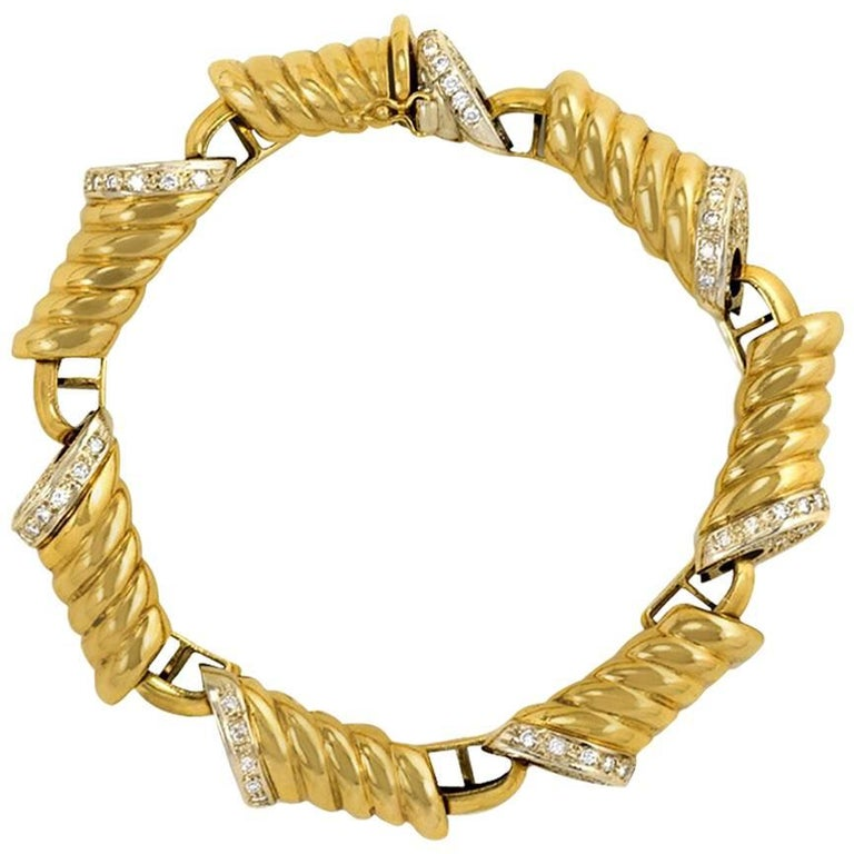 1970s Italian Gold and Diamond Oblong Link Bracelet