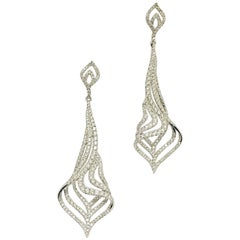 18 Karat White Gold Dazzling Diamond Drop Earrings