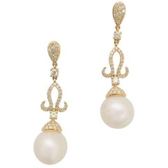 18 Karat Yellow Gold Sumptuous South Sea Pearl and Diamond Dangle Earrings