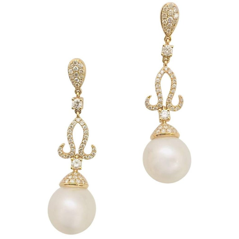 18 Karat Yellow Gold Sumptuous South Sea Pearl and Diamond Dangle Earrings For Sale
