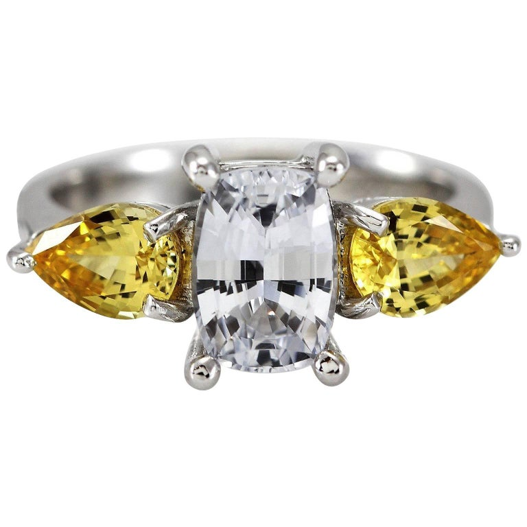 Kian Design 18 Carat White Gold White and Yellow Sapphire Ring For Sale