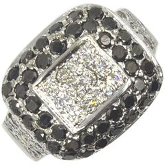 White and Black Diamond 18 Karat Gold Ring