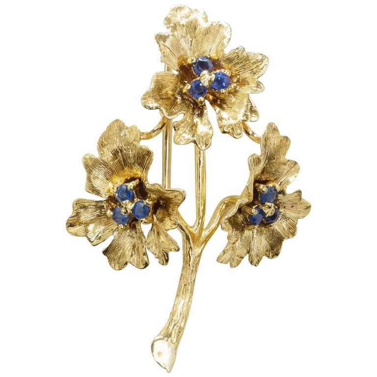 Vintage Handmade 18 Karat Yellow Gold Three-Flower Sapphire Pin