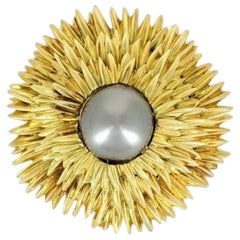 Van Cleef & Arpels 1960s Brooch-Pendant in Yellow Gold and Pearl
