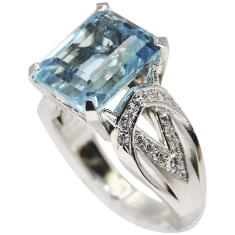 Modern Aquamarine Art Deco Style Geometric Design Ring For Sale