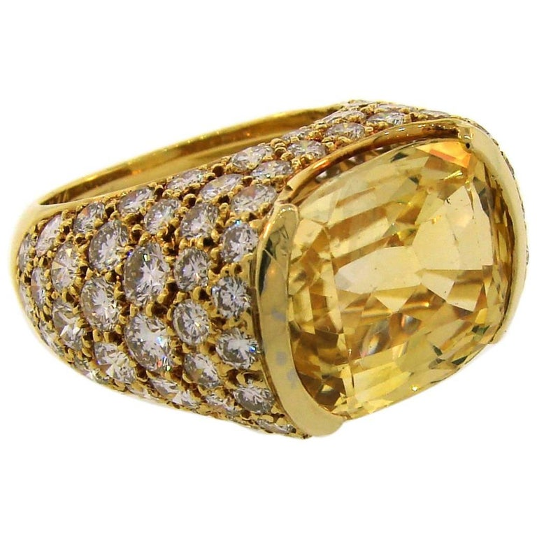 1980s Van Cleef & Arpels Yellow Sapphire Diamond Gold Bombe Ring For Sale