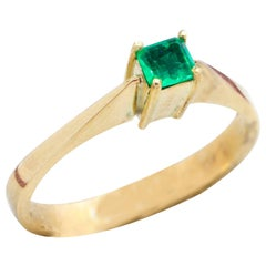 Vintage Emerald Solitaire 18 Carat Yellow Gold Solitaire Engagement Ring