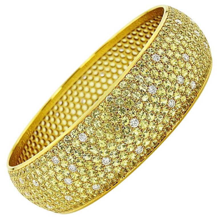 Yellow Sapphire 38 ct  and 2.80 ct Diamond Bangle
