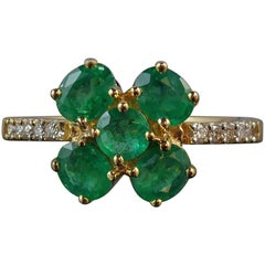 1980s Vintage Emerald Diamond Cluster Ring, 18 Carat Gold, Diamonds Shoulders