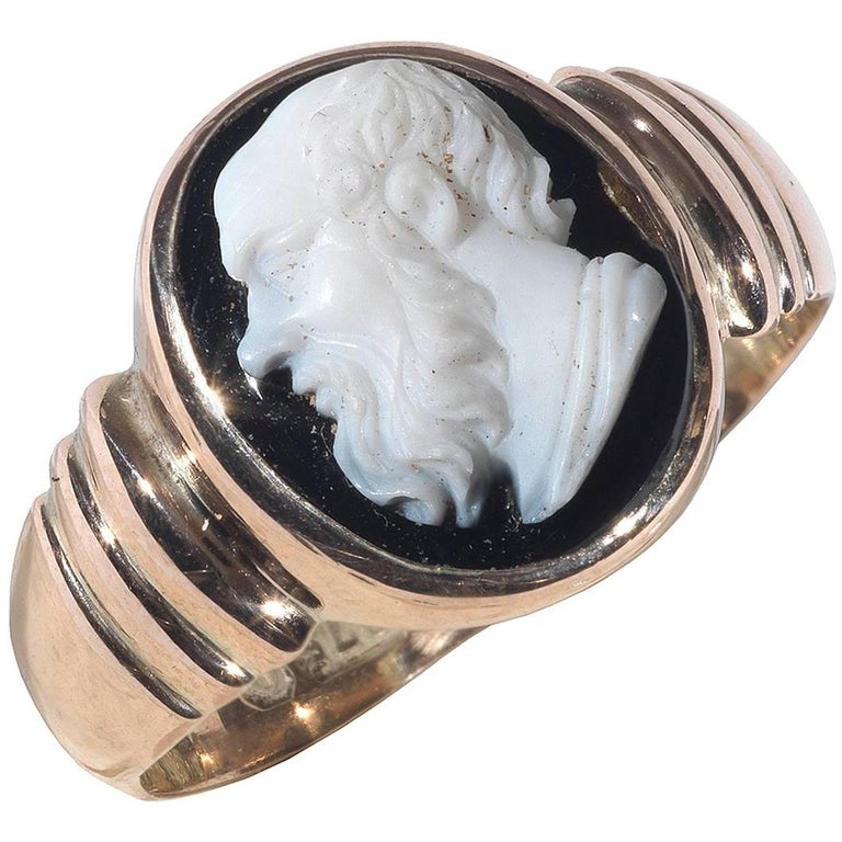 Late Neoclassical Gold Ring with a Black Agate Socrates Cameo