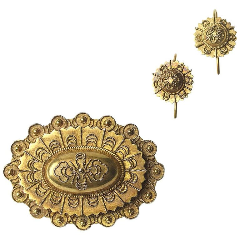 Gold Brooch and Earrings Suite For Sale