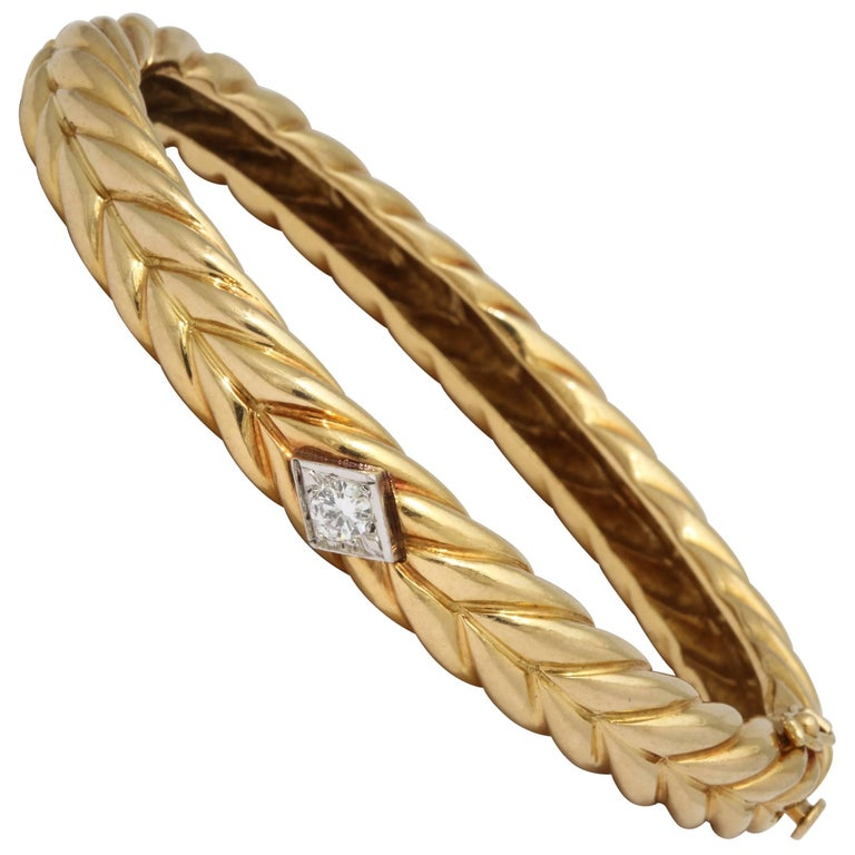 1970s Cartier Textured Ridged Gold Diamond Hinged Bangle Bracelet For Sale