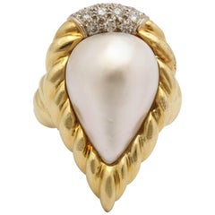 R.Stone 1980s Pear Shaped Pearl with Diamonds Ridged Gold Design Cocktail Ring