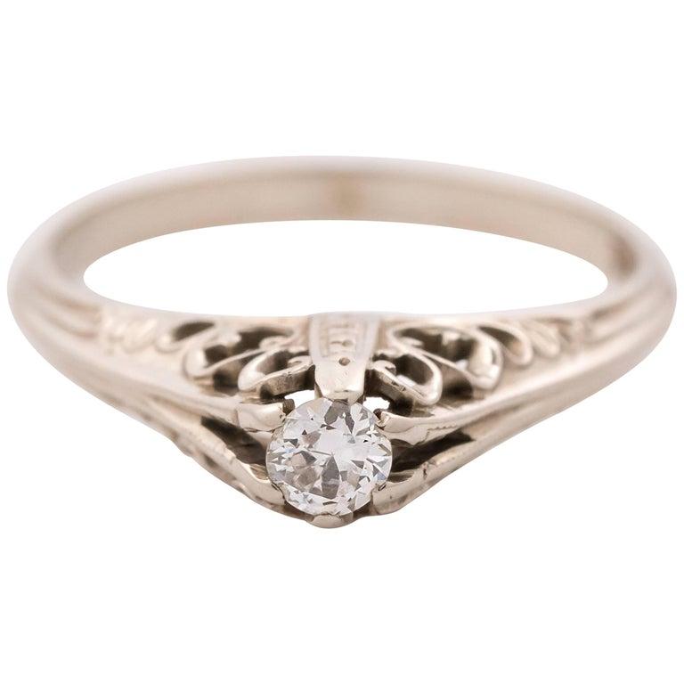 1940s 0.20 Carat Diamond and 14 Karat White Gold Engagement Ring