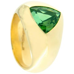 Jona Trillion Cut Peridot 18 Karat Yellow Gold Dome Ring